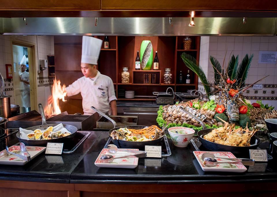 Buffet hải sản Oven D'or ở khách sạn 5 sao Sheraton Hà Nội
