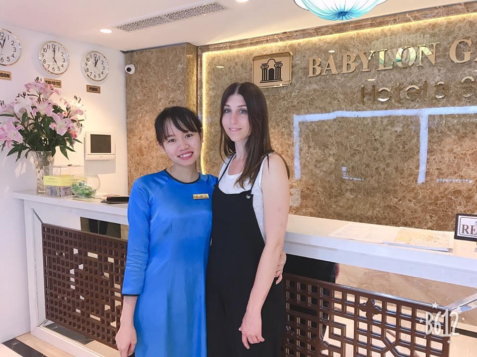 Đồng phục lễ tân áo dài màu xanh dương của khách sạn Babylon Garden Ha Noi