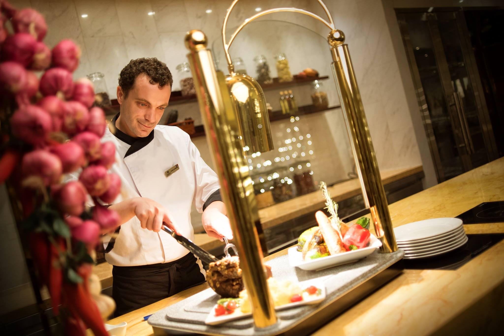 Đồng phục đầu bếp của khách sạn Apricot