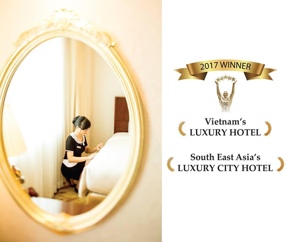 Đồng phục buồng phòng của khách sạn Apricot