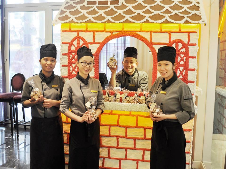 Đồng phục phục vụ của khách sạn Hotel de I' Opera Hanoi