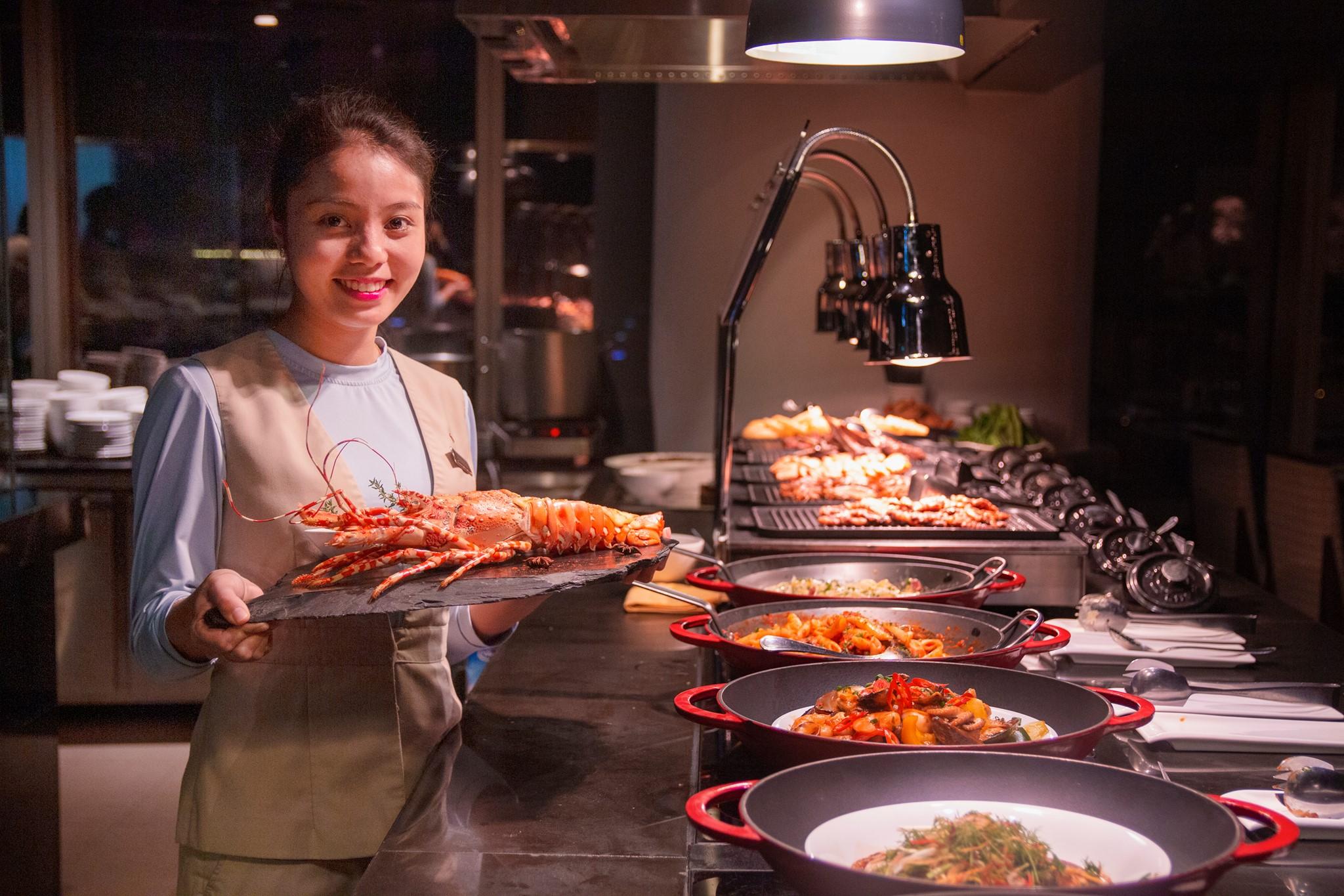 Đồng phục phục vụ của khách sạn Lotte Hà Nội