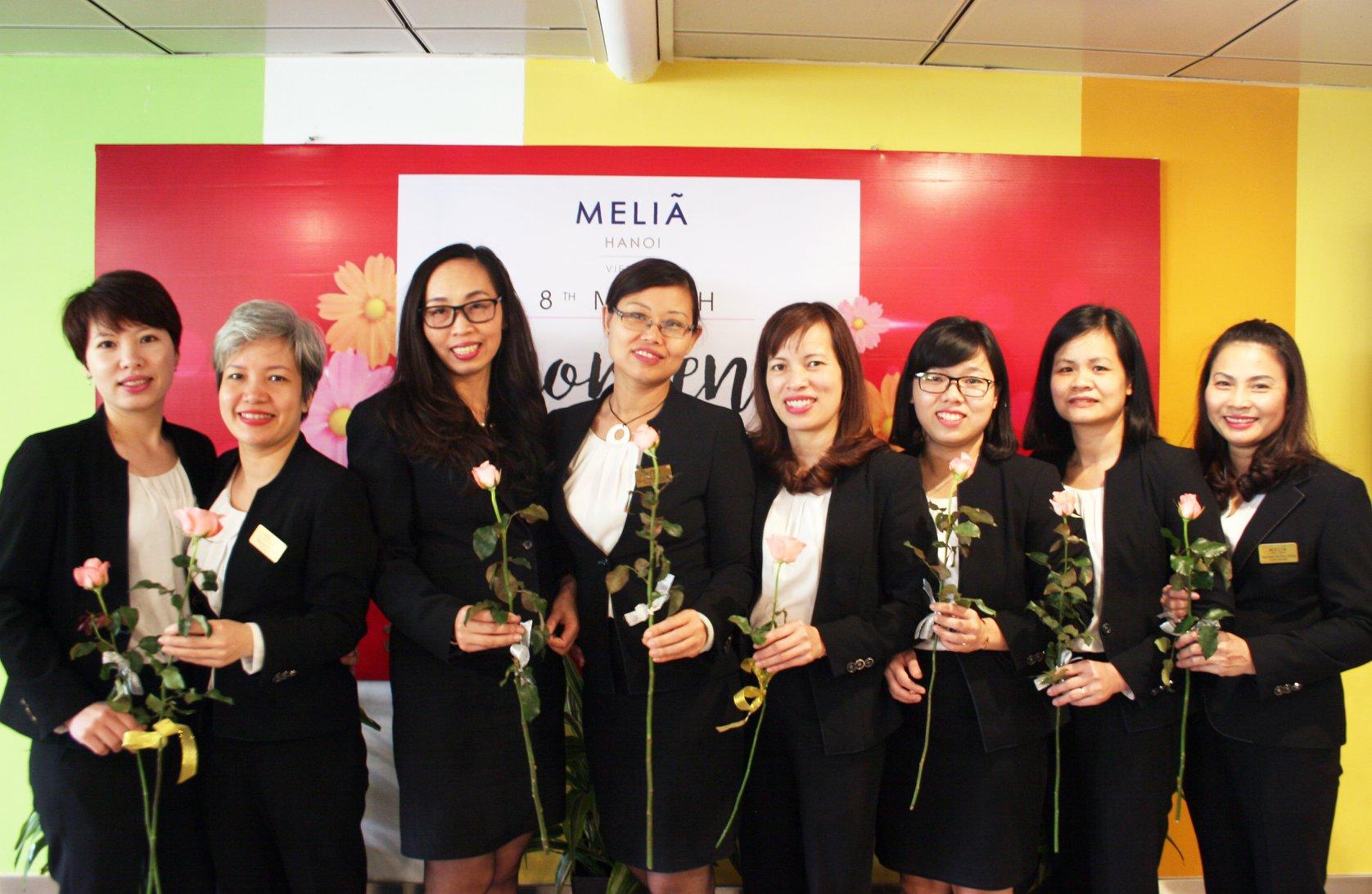 Đồng phục của quản lý tại khách sạn 5 sao Melia Hà Nội