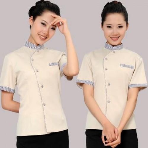 Đồng phục nhân viên phục vụ khách sạn tạo cảm giác sạch sẽ