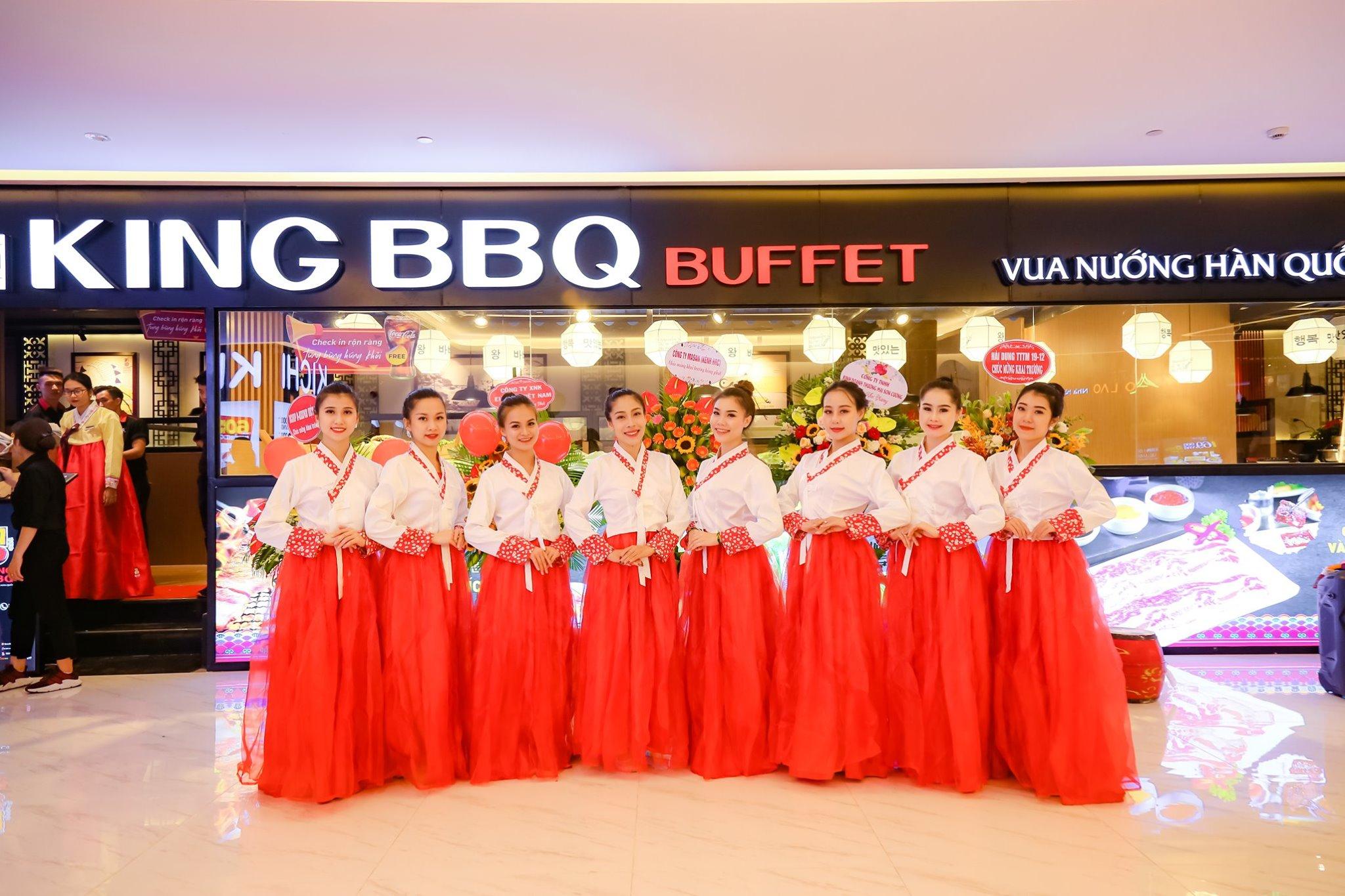 Thêm một mẫu đồng phục nhà hàng Hàn Quốc Hanbok màu đỏ nữa