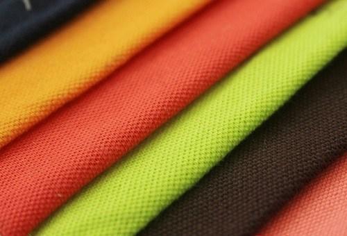 Vải lacoste chất lượng giúp áo đồng phục thấm mồ hôi rất tốt