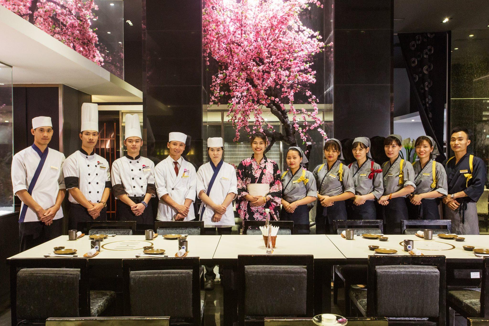 Đồng phục của nhân viên tại nhà hàng Nhật Azuma