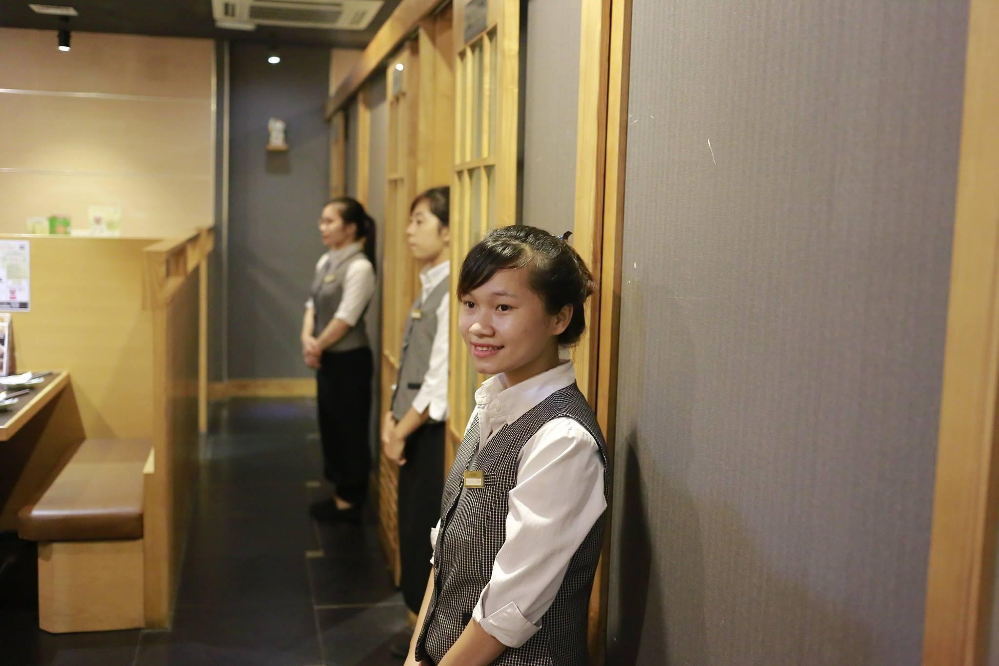 Đồng phục của nhân viên phục vụ tại nhà hàng Chibo