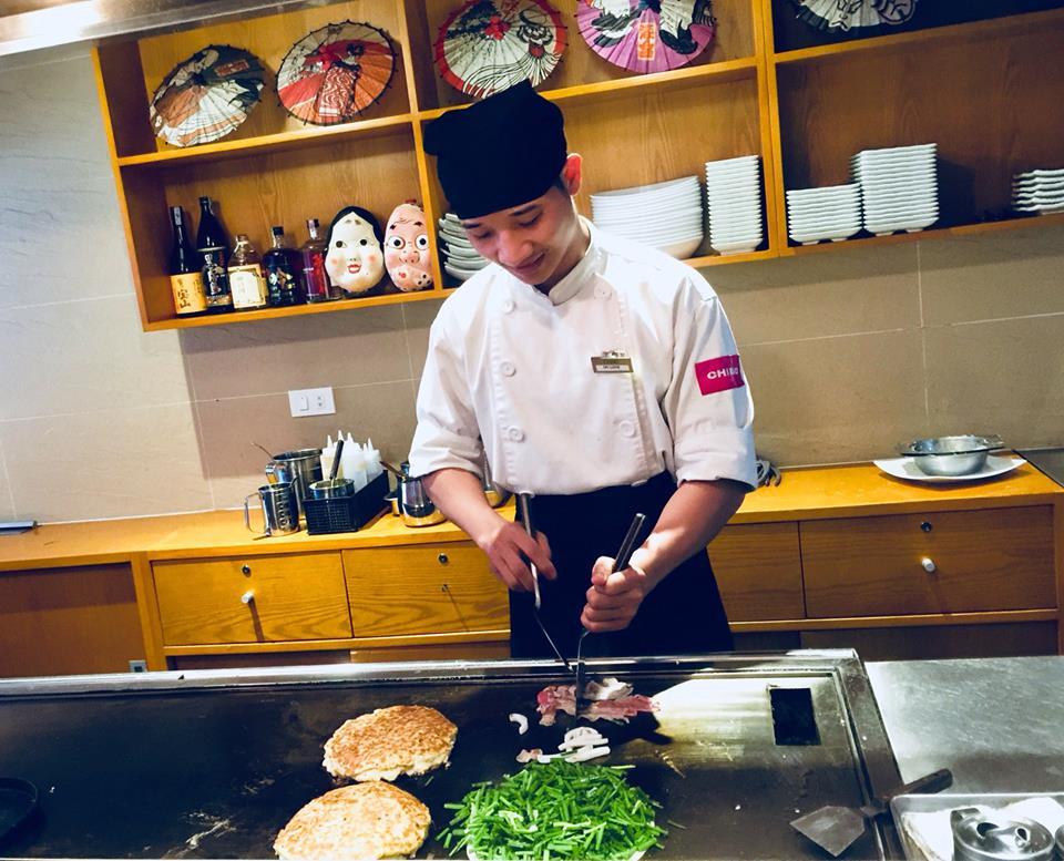 Đồng phục của đầu bếp tại nhà hàng Nhật Chibo