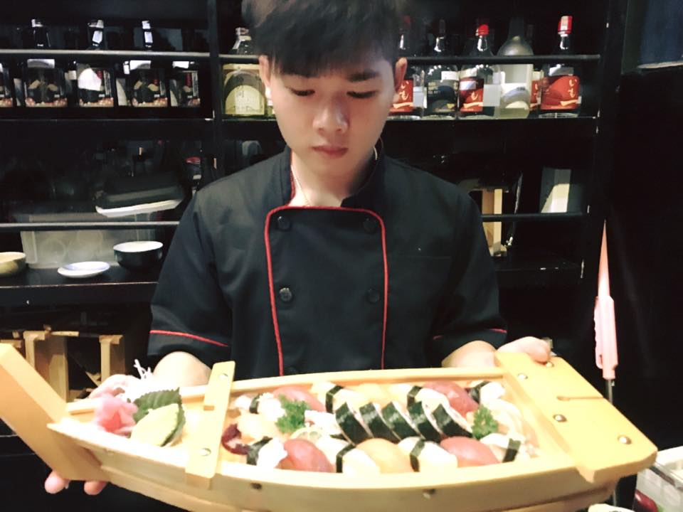 Đồng phục của đầu bếp tại nhà hàng Kiraku