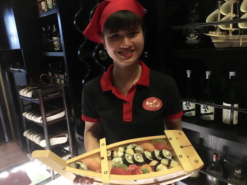 Đồng phục của nhân viên phục vụ tại nhà hàng Kiraku