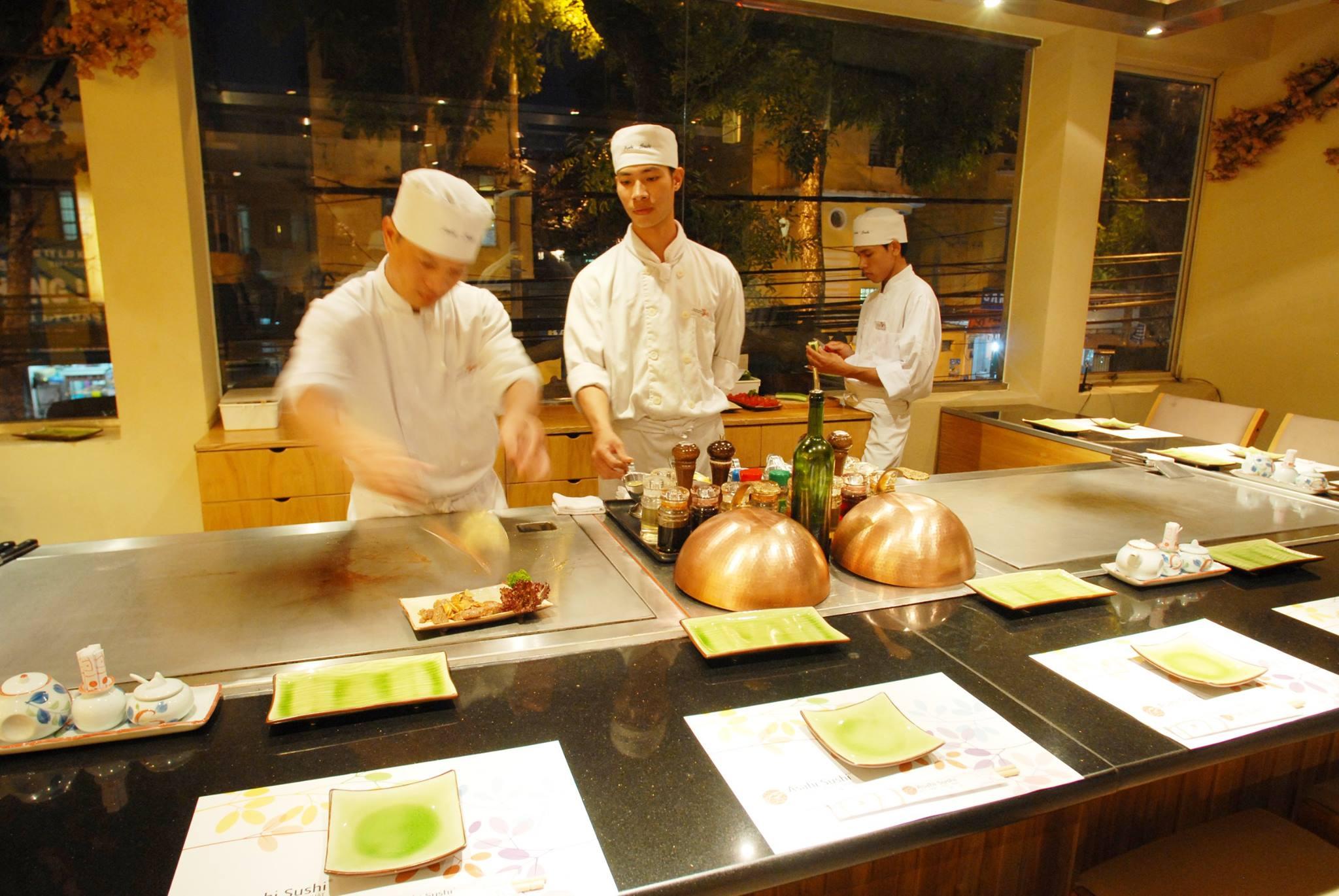 Đồng phục của đầu bếp tại nhà hàng Triều Nhật Asashi Sushi