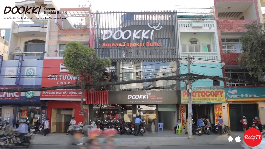 Nhà hàng Dookki ở trên đường Phạm Hùng nên rất dễ tìm nha