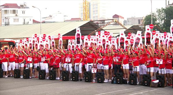 Áo thun đồng phục dành cho PG của hãng nước ngọt Coca Cola
