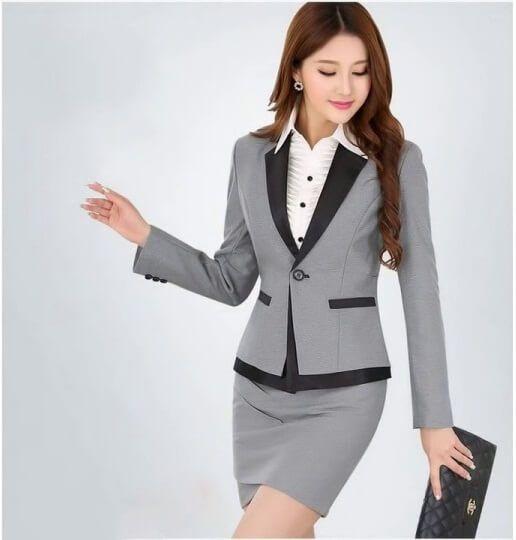 Mẫu đồng phục công sở dành cho nữ với áo vest và chân váy màu ghi cực lịch sự