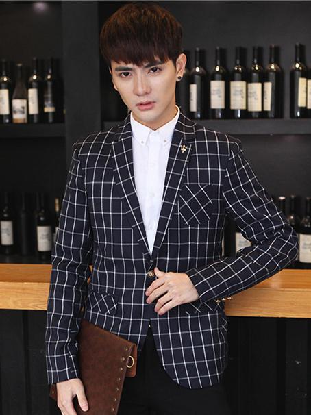 Mẫu đồng phục công sở dành cho nam mới nhất với áo vest kẻ trẻ trung