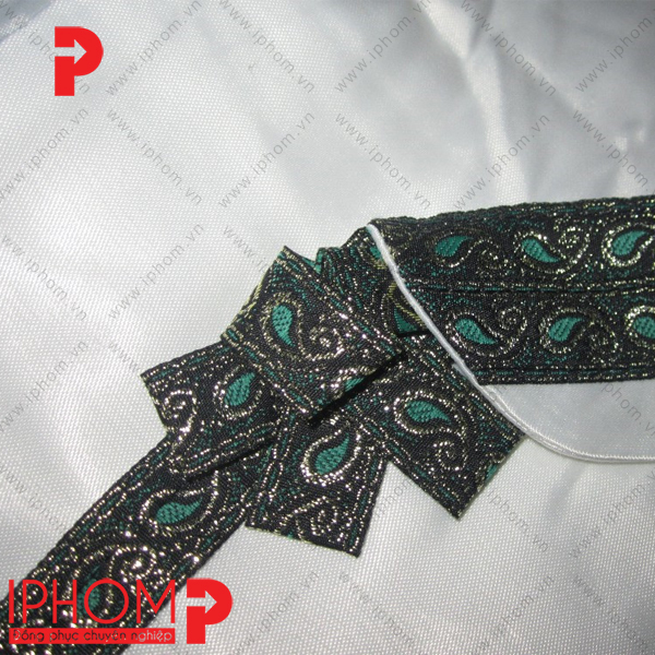 may-dong-phuc-spa-vay-lien-kimono-mau-trang